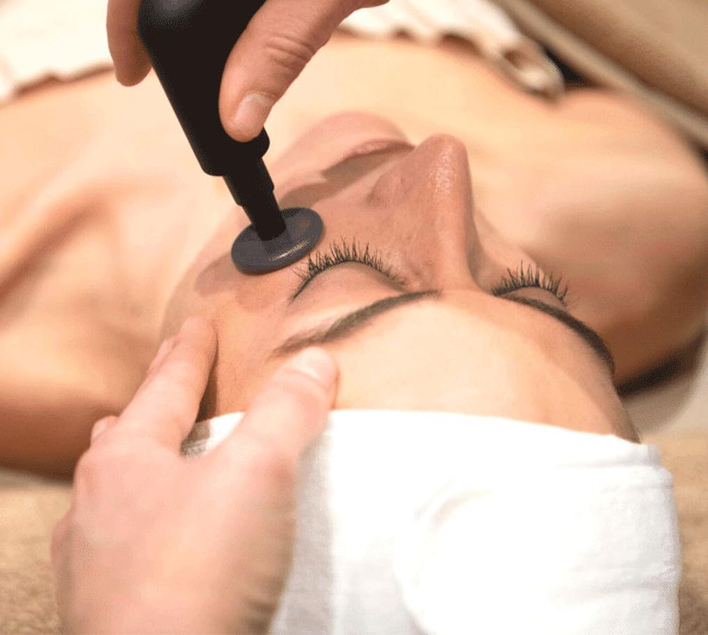 Rejuvenecimiento de ojos y cuello