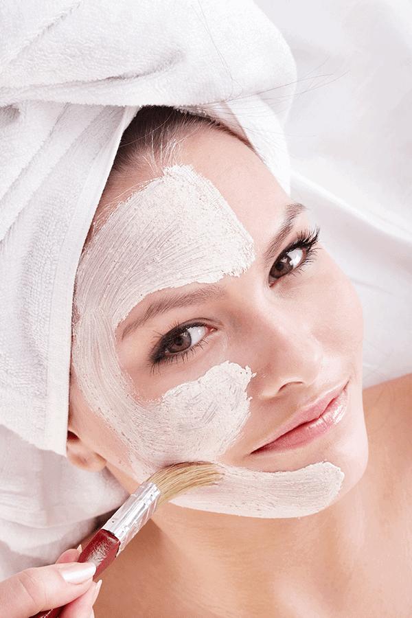 Tratamientos faciales contra piel grasa y acné
